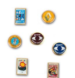 Doming sticker pins