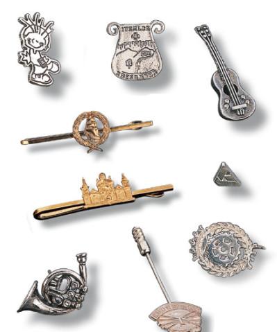 Pins de plata y oro