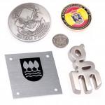 Logos, medallas, placas, metopas,...